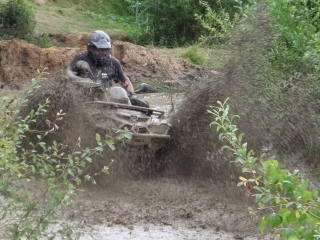 ATV im Matsch-Wasser